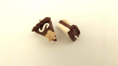 UN CIONDOLO - fetta di torta CIOCCOLATO  e STELLINA- fimo  per orecchini - braccialetti - collane - charms