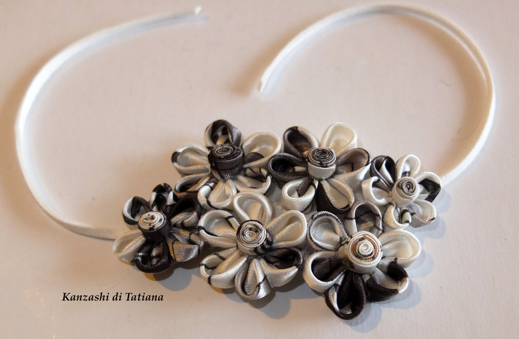Braccialetto kanzashi colore grigio, avorio, bianco