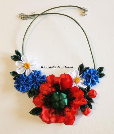Collana kanzashi fatta a mano con fiori fiordaliso,papavero,margherite