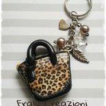 Portachiavi borsina in fimo leopardata