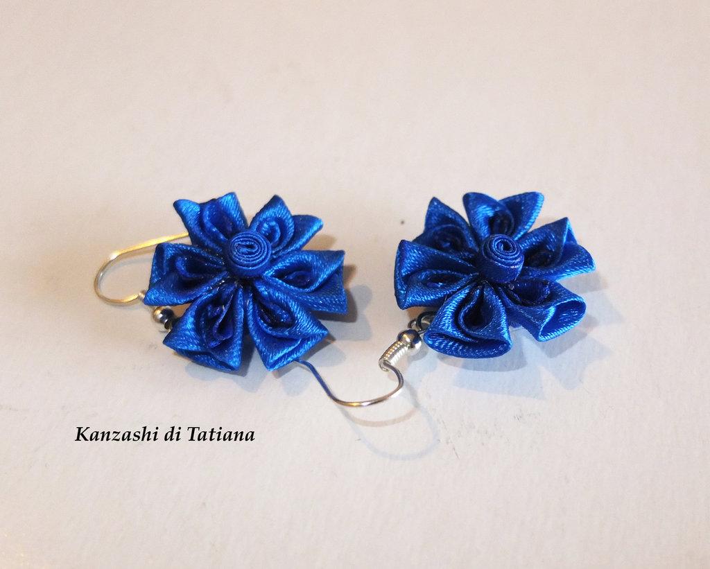 Orecchini kanzashi fatti a mano fiore fiordaliso