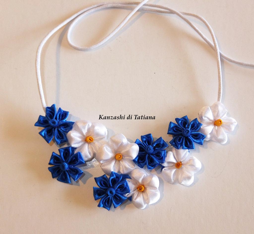 Collana kanzashi fatta a mano con fiori fiordaliso,margherite