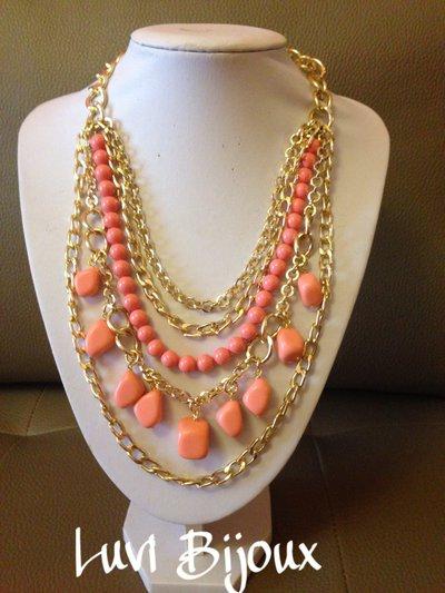 Collana con catena e pietre in pasta di corallo