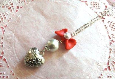 Collana lunga con fiocco in fimo,perla e cuore idea regalo per lei