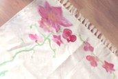 Guida runner centrotavola  dipinta a mano ,protagonista l'orchidea rosa.