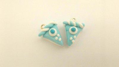 UN CIONDOLO - fetta di torta due strati azzurro - fimo  per orecchini - braccialetti - collane - charms
