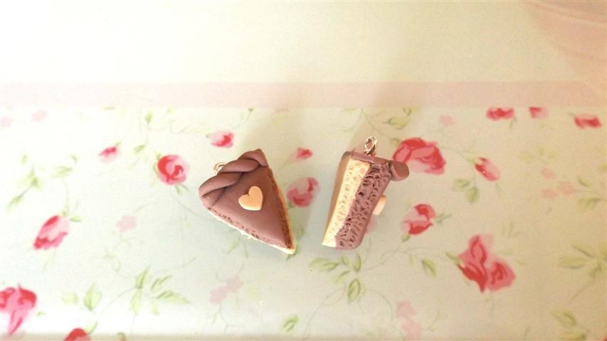 UN CIONDOLO - fetta di torta due strati NOCCIOLA  - fimo  per orecchini - braccialetti - collane - charms