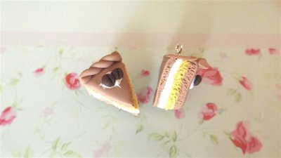 UN CIONDOLO - fetta di torta tre strati CAFFE e PANNA   - fimo  per orecchini - braccialetti - collane - charms