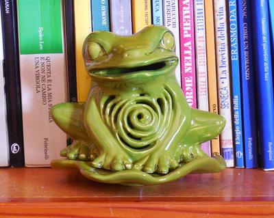 Rana verde brucia essenze in ceramica, green frog, ceramic handmade, brucia olio, arredare casa, aromatherapy, oil diffuser burner