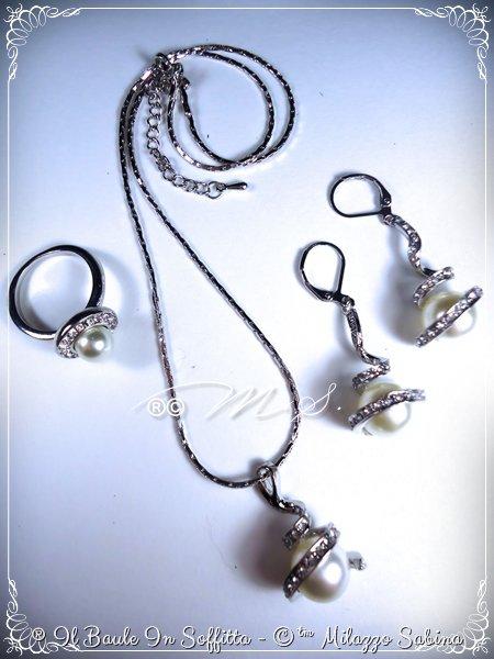 Parure: Collana, Orecchini, Anello con perle e strass