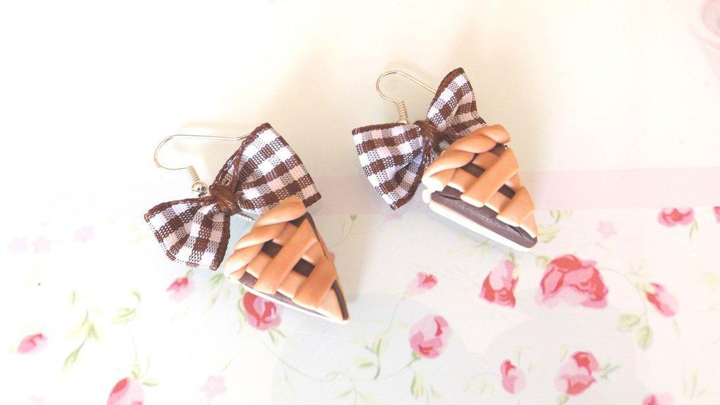 PAIO ORECCHINI IN FIMO - fetta di torta CROSTATA AL CIOCCOLATO con fiocchetti a quadretti - idea regalo compleanno