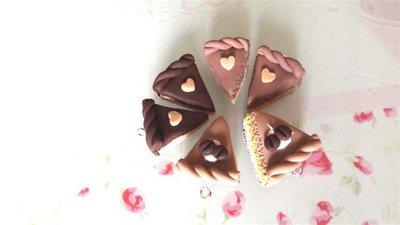 DUE   CIONDOLI  - fetta di torta doppio strato CAFFE o NOCCIOLA  - fimo  per orecchini - braccialetti - collane - charms