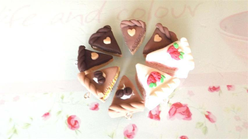 QUATTRO CIONDOLI  - fetta di torta CAFFE FRAGOLA e CIOCCOLATO - fimo  per orecchini - braccialetti - collane - charms