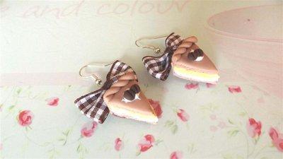 PAIO ORECCHINI IN FIMO - fetta di torta EFFETTO PAN DI SPAGNA CAFFE  e PANNA mod.2  - idea regalo compleanno