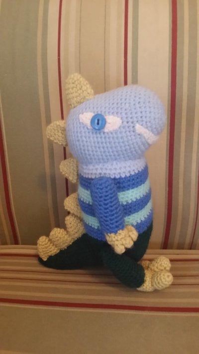 Dinosauro all'uncinetto con filo di lana