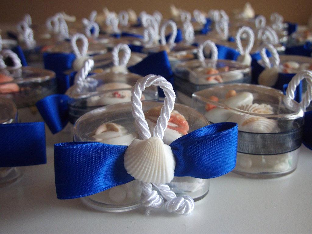 Matrimonio Tema Cuore : Cuore di confetti tema mare segnaposto matrimonio