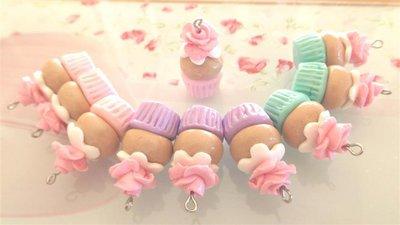 FIMO - 1 CIONDOLI CUP CAKES  con ROSA - idea regalo compleanno bomboniera