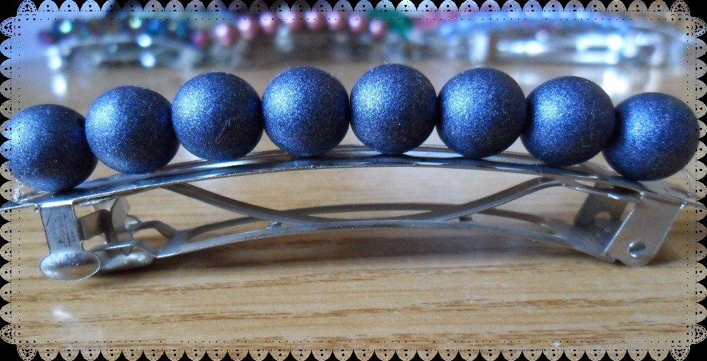 Ferma capelli con perle tonde blu brillanti