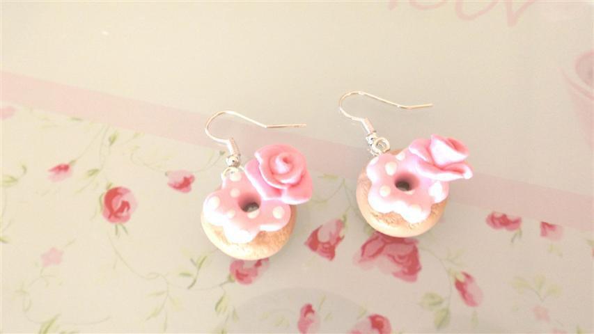 FIMO - PAIO DI ORECCHINI con CIAMBELLA DONUTS    con ROSA colore ROSA idea regalo