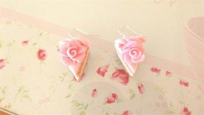 FIMO - PAIO DI ORECCHINI con FETTA DI TORTA con ROSA colore ROSA idea regalo