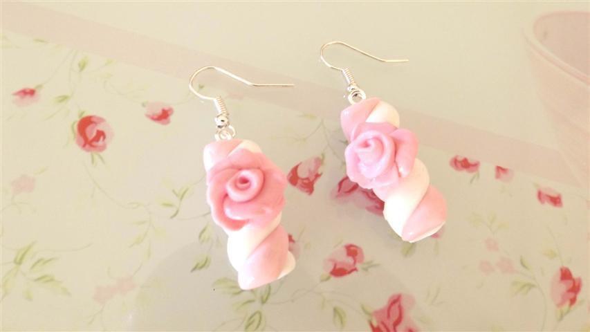 FIMO - PAIO DI ORECCHINI conMARSHMALLOWS con ROSA colore ROSA idea regalo