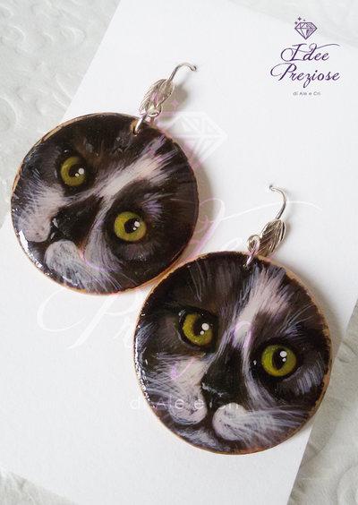 Orecchini in legno dipinti a mano con soggetto gatto