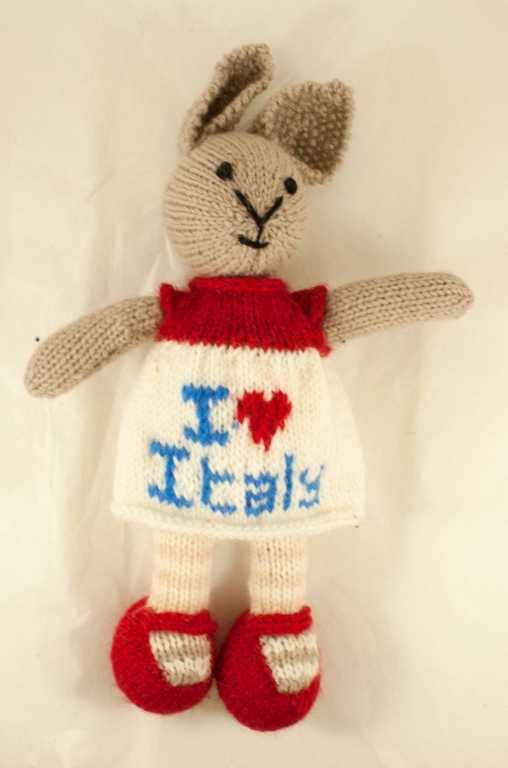 Ivonne-coniglio in lana realizzato a maglia