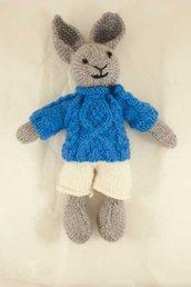 Ugo-Coniglio in lana realizzato a maglia.Imbottitura in kapok.