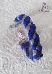 Braccialetto intrecciato in fettuccia sui toni blu e azzurro tenue