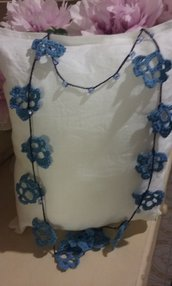"Collana azzurra crochet ""Foglie ridenti"""