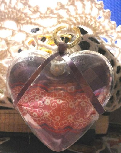 Set di 3 cuori in plexiglass decorati a mano dentro e fuori nelle tonalità del rosa e lilla