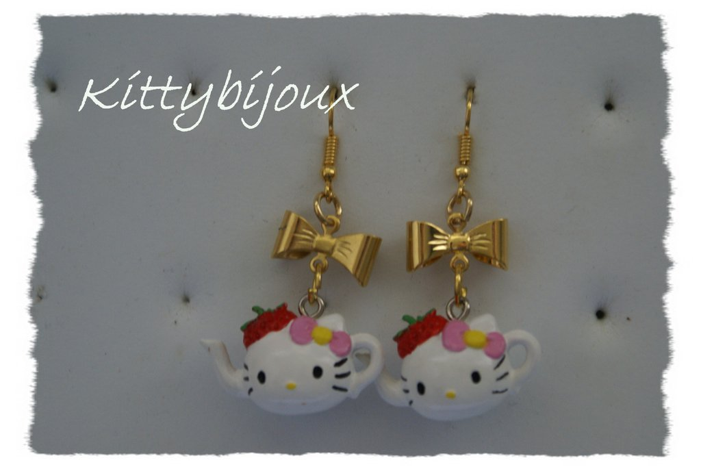 Orecchini Hello Kitty teiera