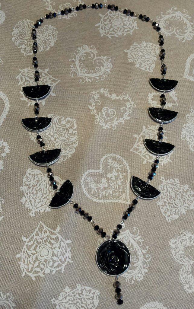 Collana lunga capsule caffè nere con cristalli color argento