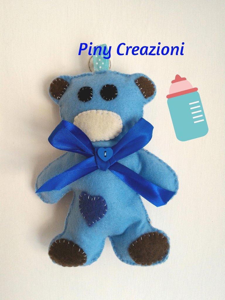 Orsetto Teddy di feltro, decorazione culla portafortuna.