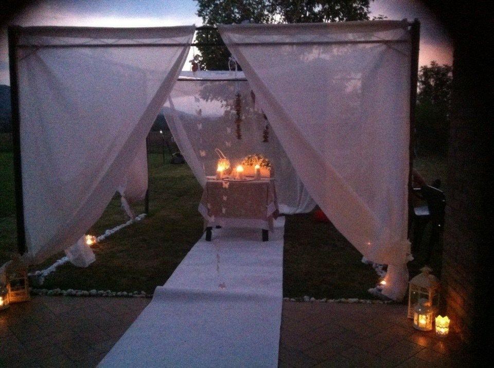 Allestimento per matrimonio in giardino feste for Allestimento giardino