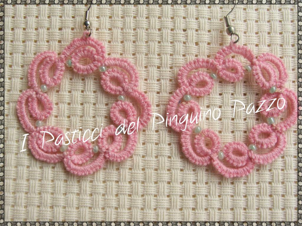 Orecchini a cerchio in pizzo rosa