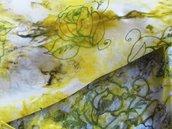 Foulard in seta 100% tinta a mano e decorata con gutta - Rose su fondo sfumato