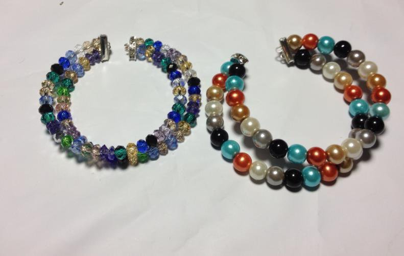 Braccialetti di perle colorati