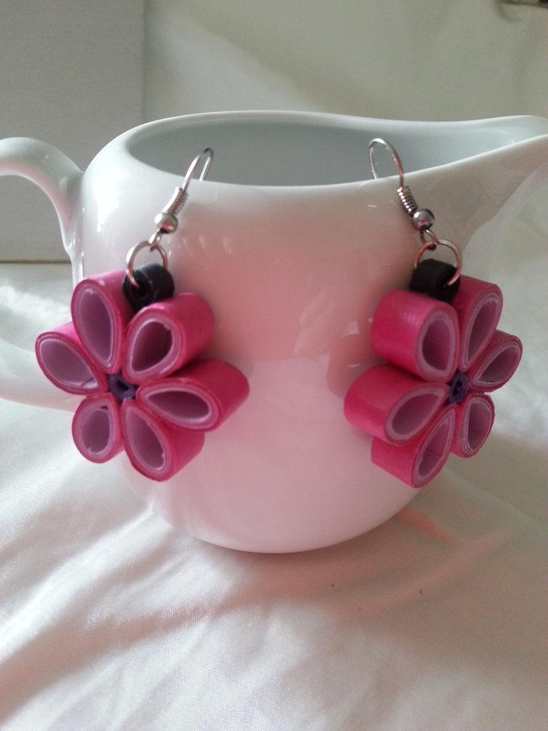 Orecchini fiore con tecnica quilling
