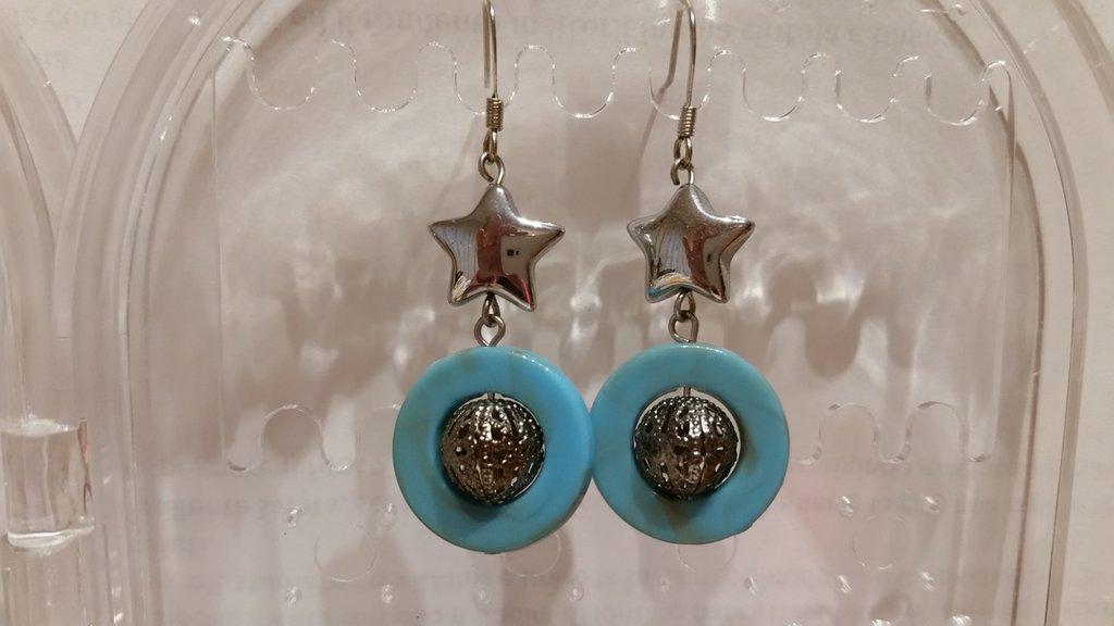 Orecchini pendenti color turchese e metallo nickel free