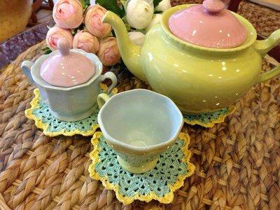 Graziosi e utili sotto bicchieri/tazze a uncinetto