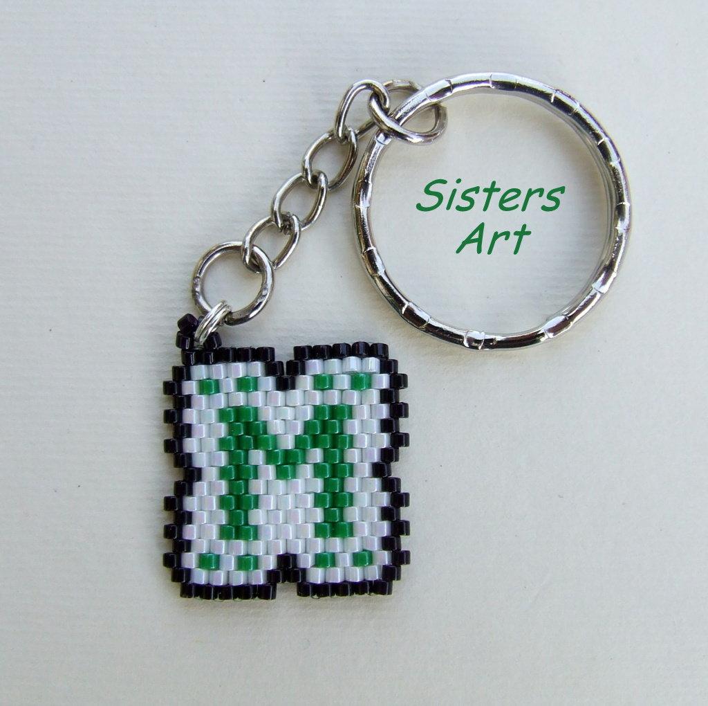 Portachiavi con ciondolo personalizzato con iniziali, realizzato con perline Miyuki delica