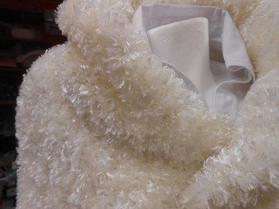 Mantella elegante bianca, fatta a mano, lana ciniglia