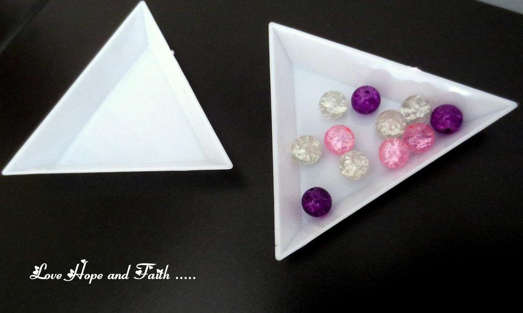 1 Vassoio triangolare porta perle in plastica ( 64 x 73 x 10 mm) ( cod.09156)