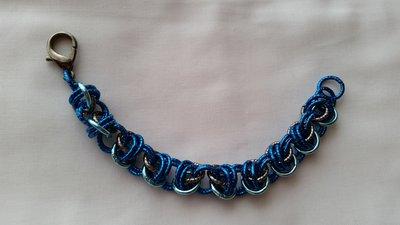 Braccialetto in catena intrecciata con tecnica chainmail - blu cina turchese e grigio scuro
