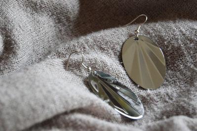 Coppia di orecchini pendenti ovali in acciaio Inox