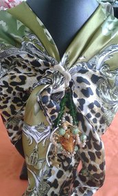 foulard coprispalle verde con decorazione