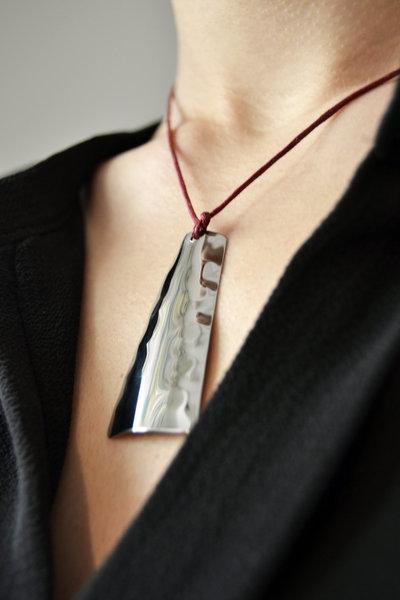 Collana rettangolare in acciaio Inox battuto