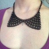 """""""Collana colletto"""" fatta di catene nere"""