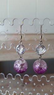 Orecchini pendenti con un mezzo cristallo trasparente/opaco e uno sfumato bianco e viola